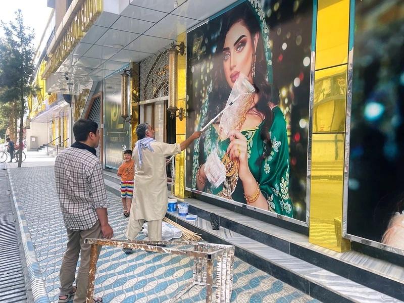 taliban_fear_men_hiding_women_posters